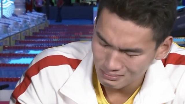 中国男仰世界首冠!徐嘉余激动落泪!