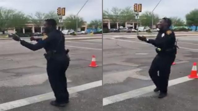 不如跳舞!警察当街摇摆指挥交通
