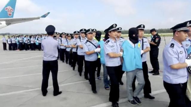 77诈骗嫌犯藏身斐济,包机押解回国