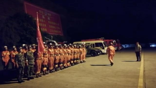 视频|九寨沟地震,四川消防集结救援