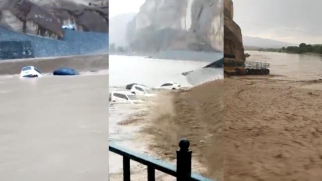 甘肃一景区突发洪水,4轿车冲入黄河