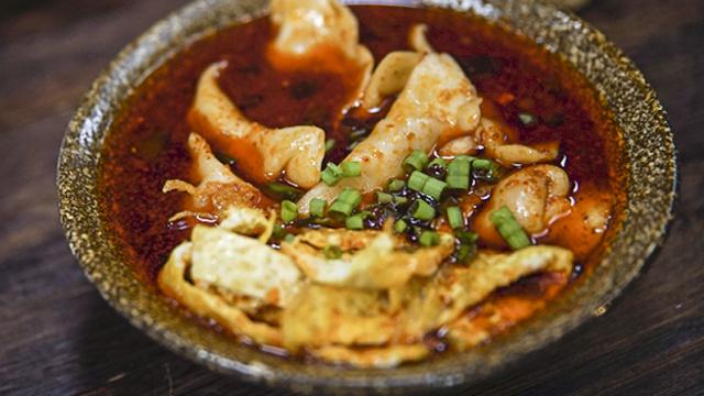 皮薄馅大的酸汤水饺