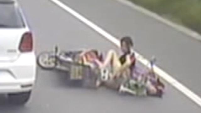 监拍:6岁女童被撞身亡,3轮司机逃逸