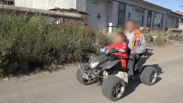7岁女童骑摩托载爷爷遛弯,驾龄1年