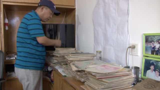 6旬老人收藏笔记本20年,满满年代感