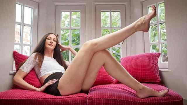 她腿长1米3高2米,脖子以下全是腿