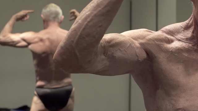 最老健美运动员:15岁开练70年未停