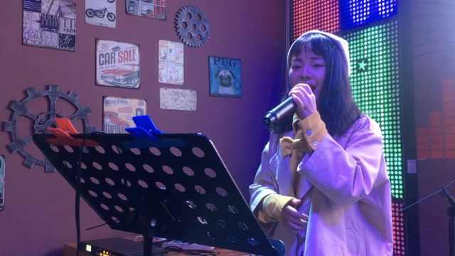 她演绎乌兰巴托的夜,从小爱唱歌