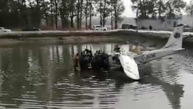 沈阳法库一训练飞机迫降,坠入水池