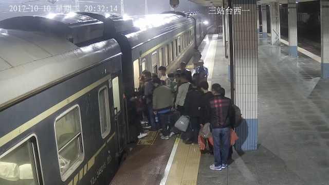 醉酒男跌火车底,拒不配合致晚点