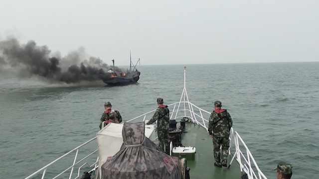 渔船出海起火烧塌驾驶室,载1吨柴油