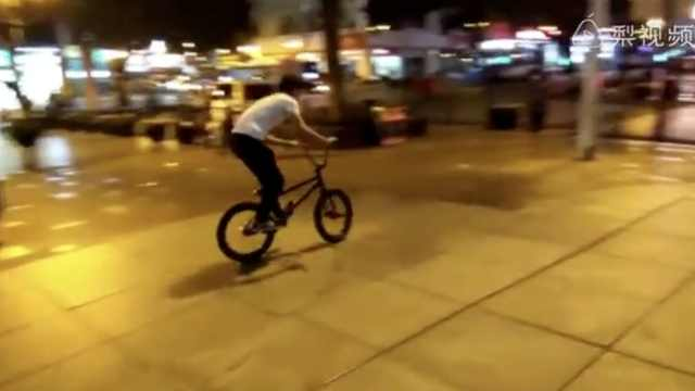 白衣哥玩极限单车,腾空旋转180度