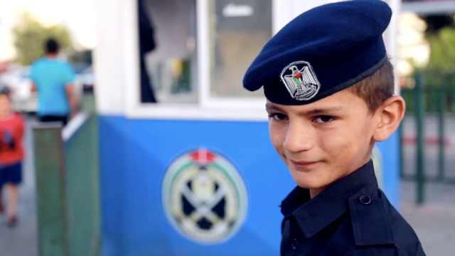 父亲死于车祸,他12岁当起交警