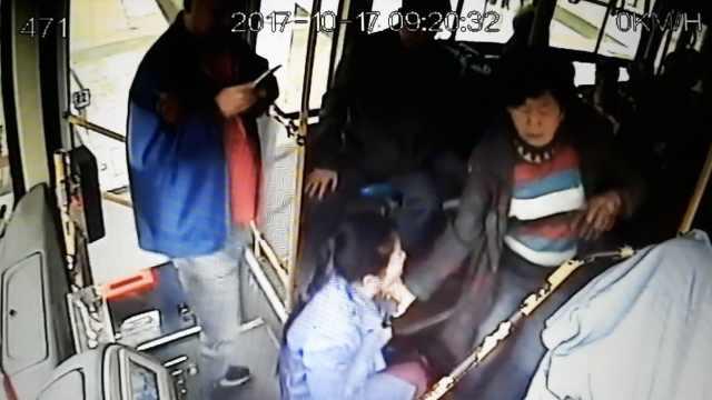 老太抓获行窃女,司机关车门等民警