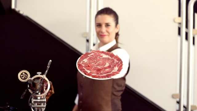 有一种职业叫西班牙火腿切割师