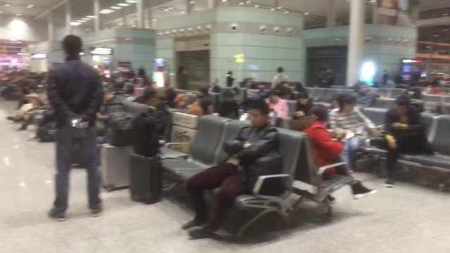 视频 | 南航航班备降长沙,地面急救