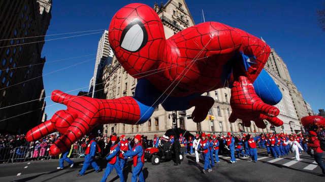 直播:气球六层高!超级英雄集体出动