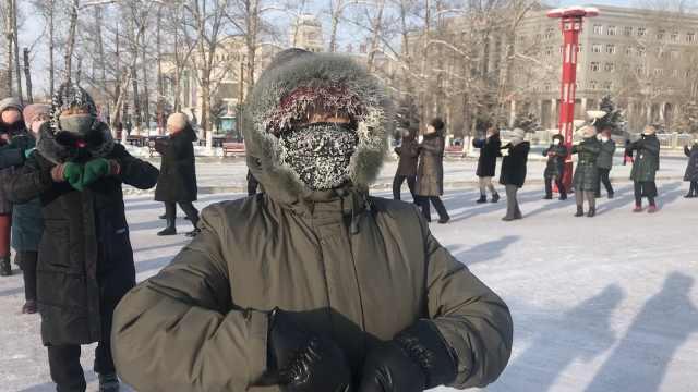 大叔大妈全副武装,-35℃仍跳广场舞