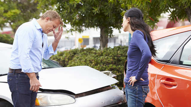 车被撞,对方全责却没车险,怎么办