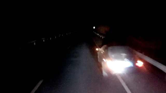 货车司机疲劳驾驶,追尾前车才惊醒
