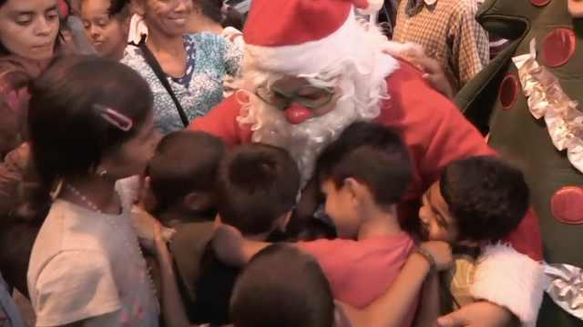 委内瑞拉萧条,圣诞老人街头送温暖