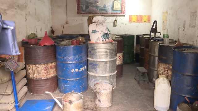 居民楼暗藏黑油站,一开门全是油桶