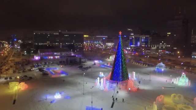 俄2200m³冰块建冰雪世界,迎世界杯