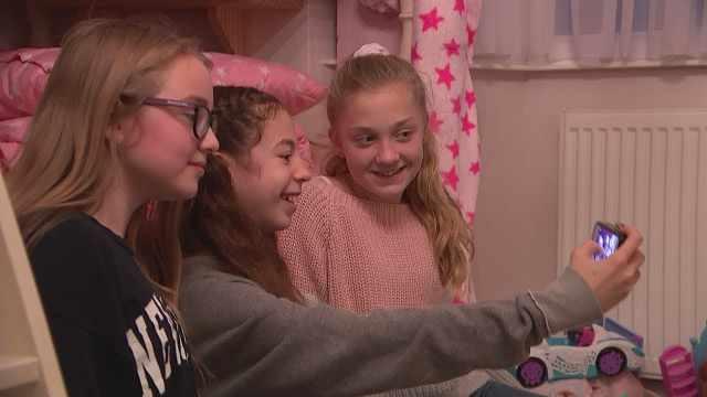 英专家警告:儿童玩社交媒体要当心