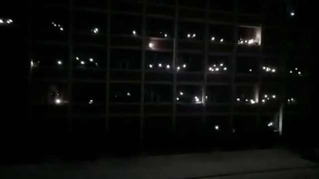 高校停电,大学生合唱