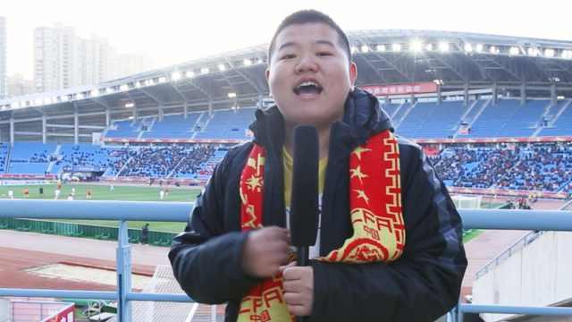小胖现身U23亚洲杯现场为国足助威