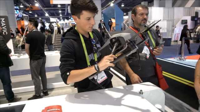 CES现场丨大疆首个单反单手稳定器