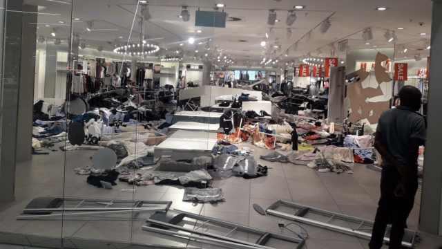 广告涉种族歧视,南非H&M遭打砸偷
