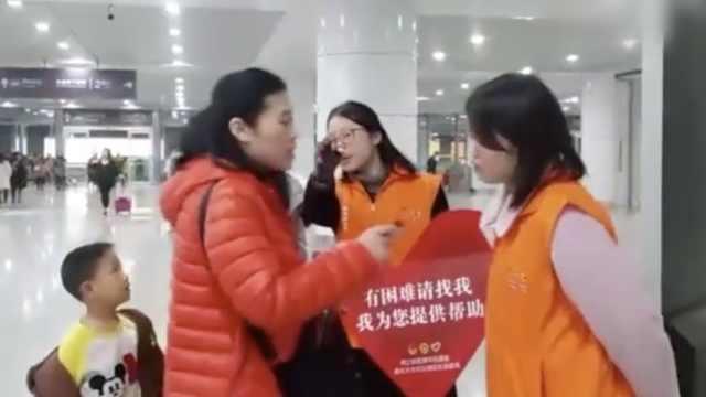 早安,重庆 女生春节不回家当志愿者