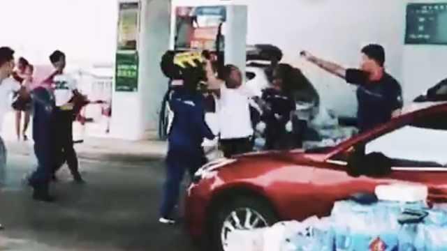 曝男子因抽烟被阻,殴打加油站员工