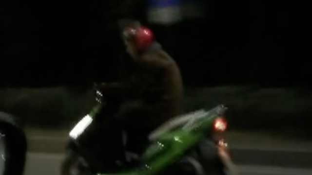 路遇摩托撞人逃逸,夫妻2人开车狂追