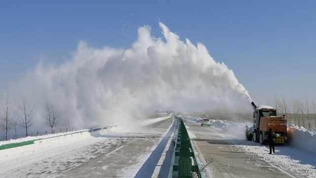 黑龙江出动抛雪机!天女散花好浪漫