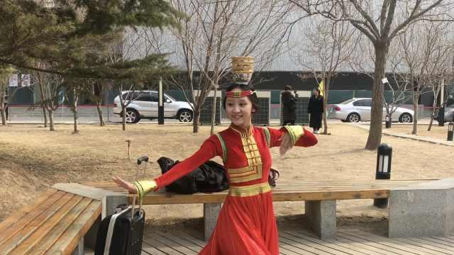 内蒙古美女考北电,顶花碗跳民族舞