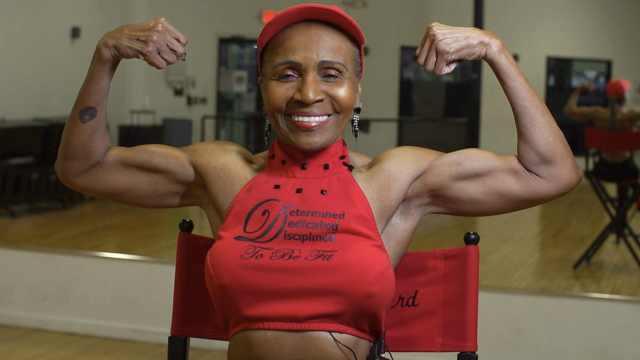 81岁健身婆婆:举110磅不是事儿!