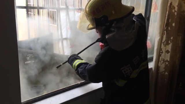 阳台烧香致起火,幸无人伤亡