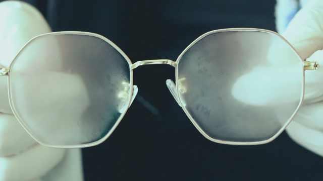 这样擦眼镜,远离雾气遮挡视线困扰