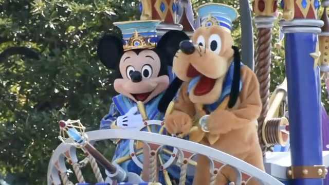 东京迪士尼35周年,庆典烟花齐上阵
