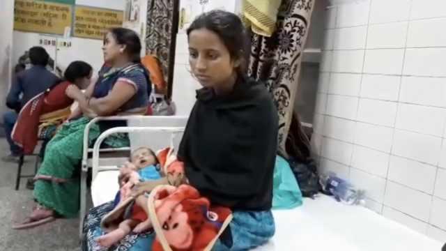 愤怒!印度女子因生女儿被丈夫抛弃