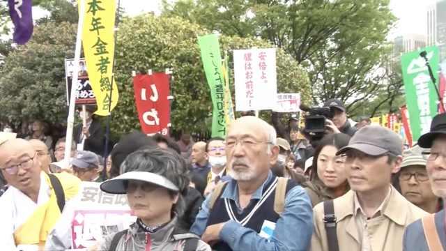 日本民众抗议,围堵国会要安倍下台