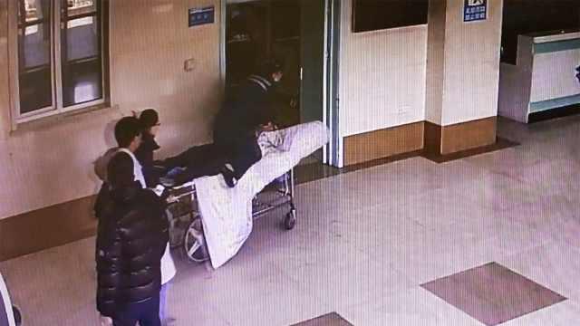 4分钟跑赢死神!护士跪板车救回病人