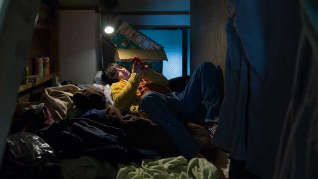 直播:公寓5平米,东京青年争租蜗居