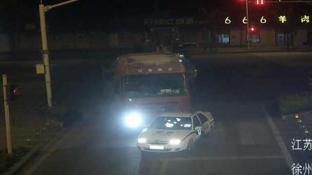 半挂车拒检闯卡,警车围追竟遭推行
