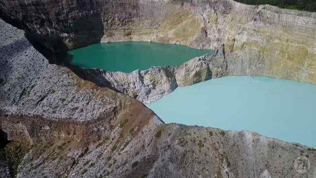 印尼三色湖,令人惊叹大自然的美丽