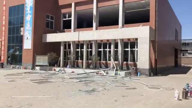 中学热水交换器管爆裂,学生被划伤