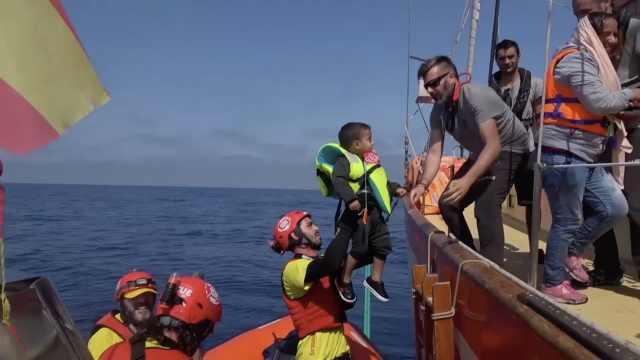 船引擎被拆,105非法移民地中海上漂