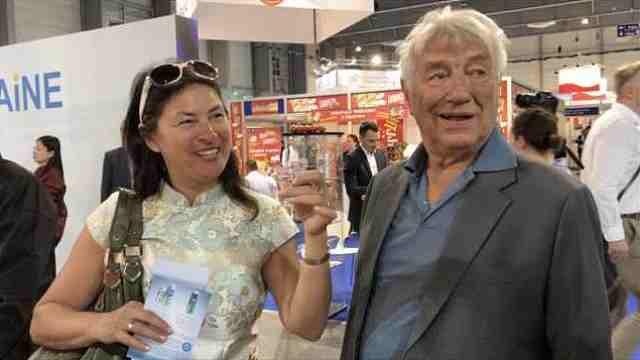 中国白酒组团出海,老外品尝点赞!